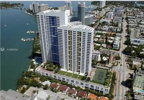Amazing bay and ocean views, Star Island, Miami skyline and cruise ships from the 19th floor split p