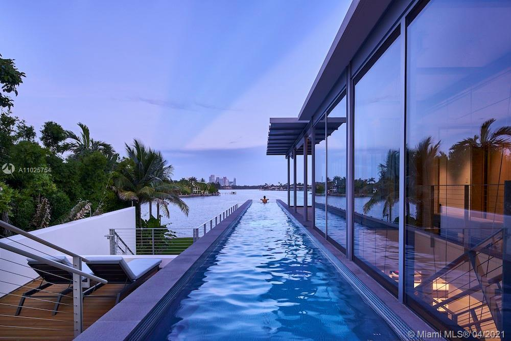 Stunning modern new construction on open bay in tranquil Venetians Islands. Spacious 4 Bed/3 Baths,