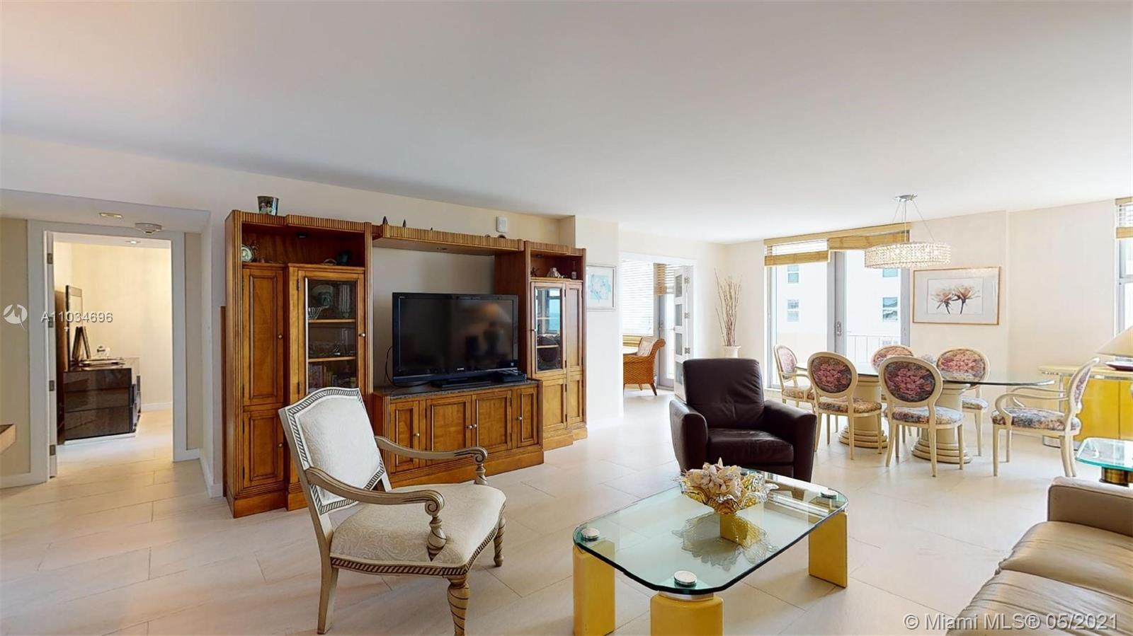 Beautiful converted 2/2 overlooking the Beautiful Sandy Beaches of Hallandale, direct Ocean and Intr