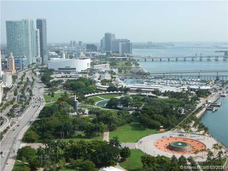 LOCATION LOCATION LOCATION. This 1 bed 1 bath unit features panoramic views of Biscayne Bay, The Por