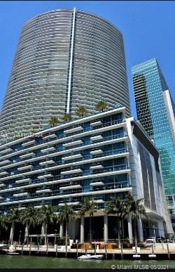Beautiful spacious unit with stunning views. 1 bedroom/ 1.5 bathrooms. Great location. Walking dista