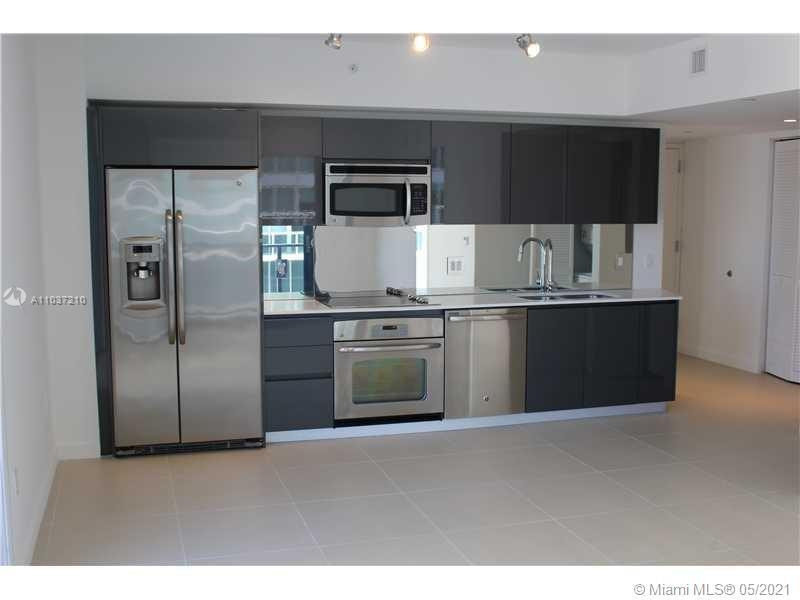 SPECTACULAR 2/2 IN A BRAND NEW BOUTIQUE BUILDING. THE UNIT HAS MANY FEATURES LIKE: PORCELAIN FLOORS,