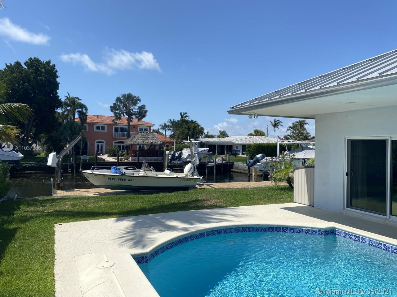 Imagine Paradise on the intracoastal. Just a mile from the Deerfield Beach seashore, a short walk to