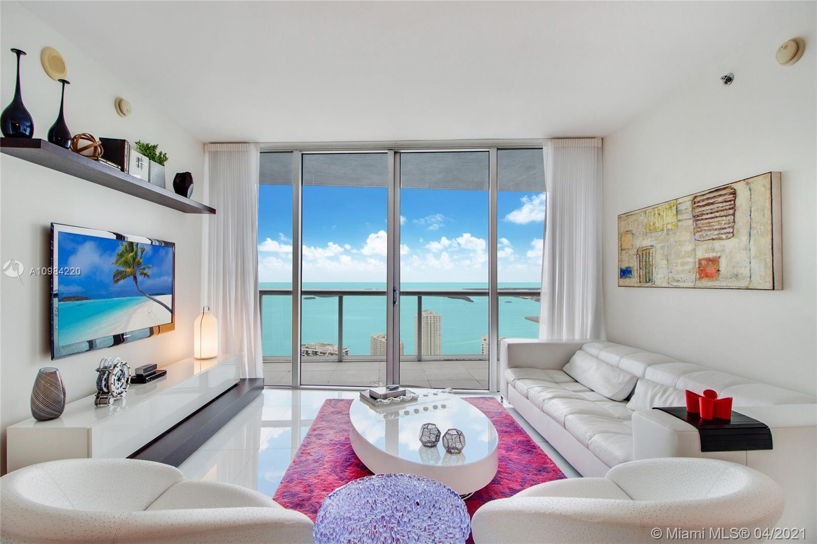 BACK ON THE MARJET!!! AMAZING UNIT Live in spectacular Icon Brickell, Immaculate 2 Bed + Den convert