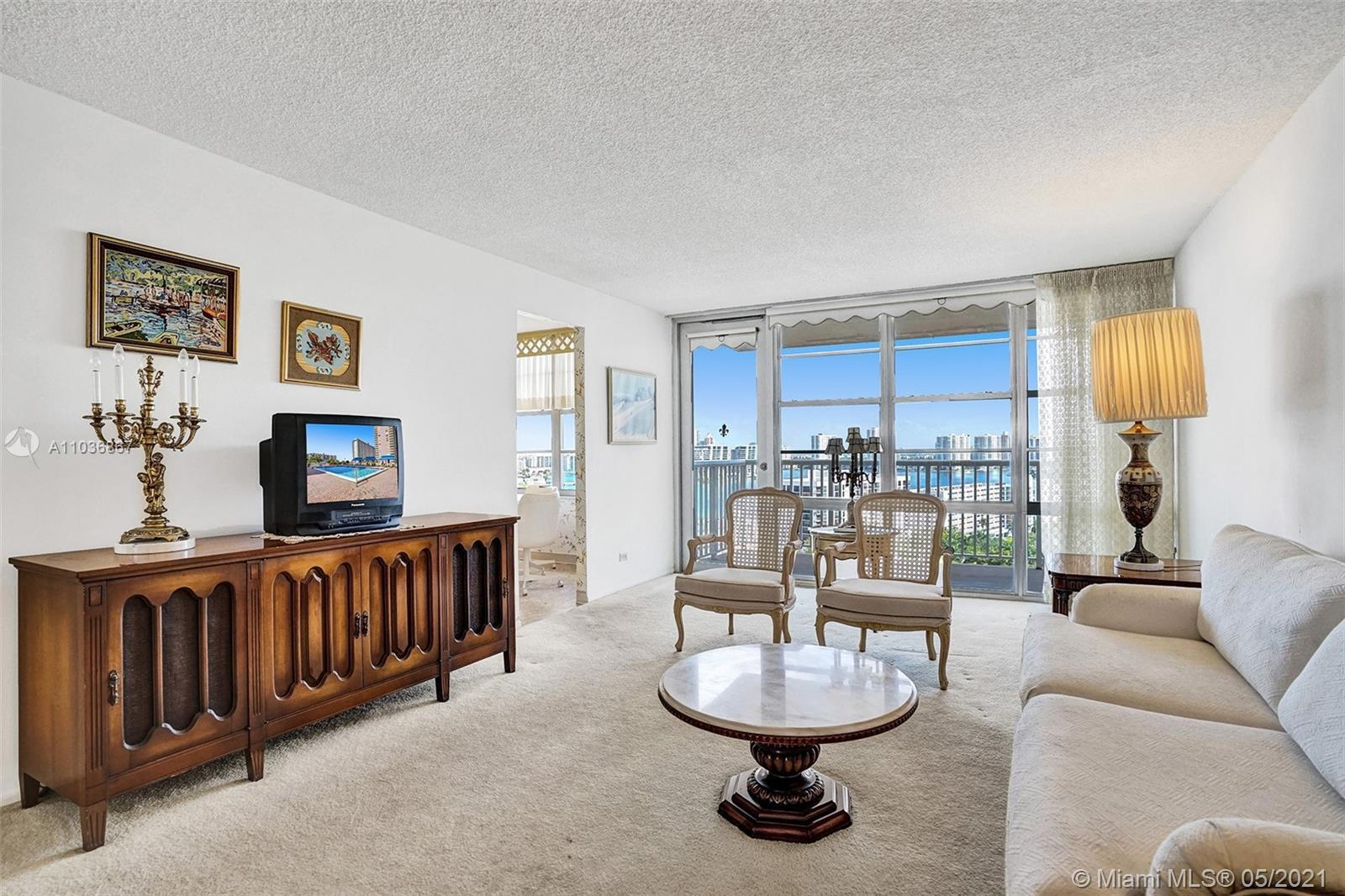 Upon entering unit 2002, it exudes a sense of Brightness and Warmth, with one of the Best Views of T