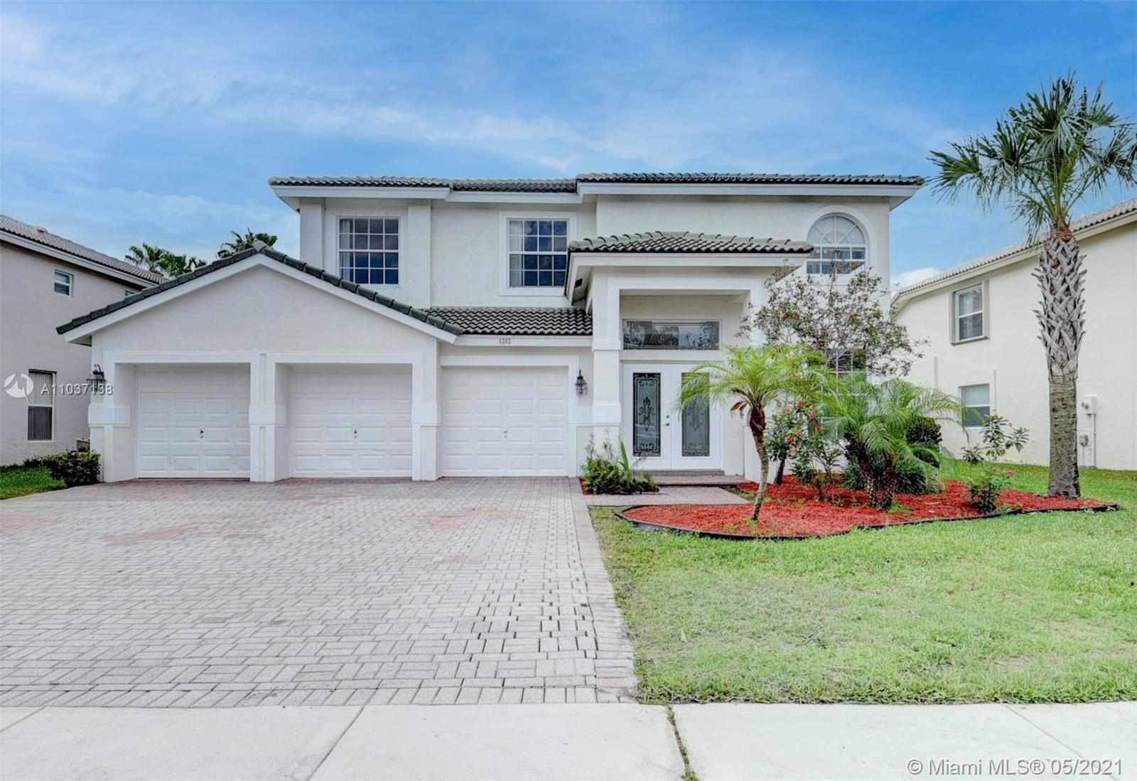 GORGEOUS 6 BEDROOM, 4 BATHROOMS 3 CAR GARAGE , GORGEOUS SINGLE FAMILY HOME, 2 STORIES, NEW FLOORING