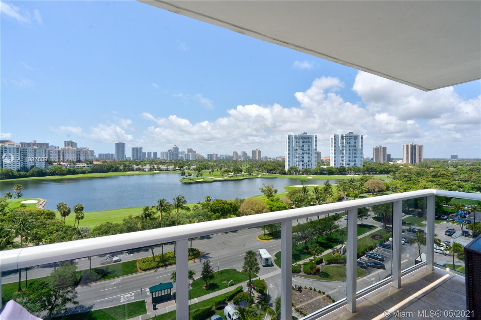 Amazing Panoramic view of the Golf Course and Ocean, high floor 2/2, updated, title floor, spacious
