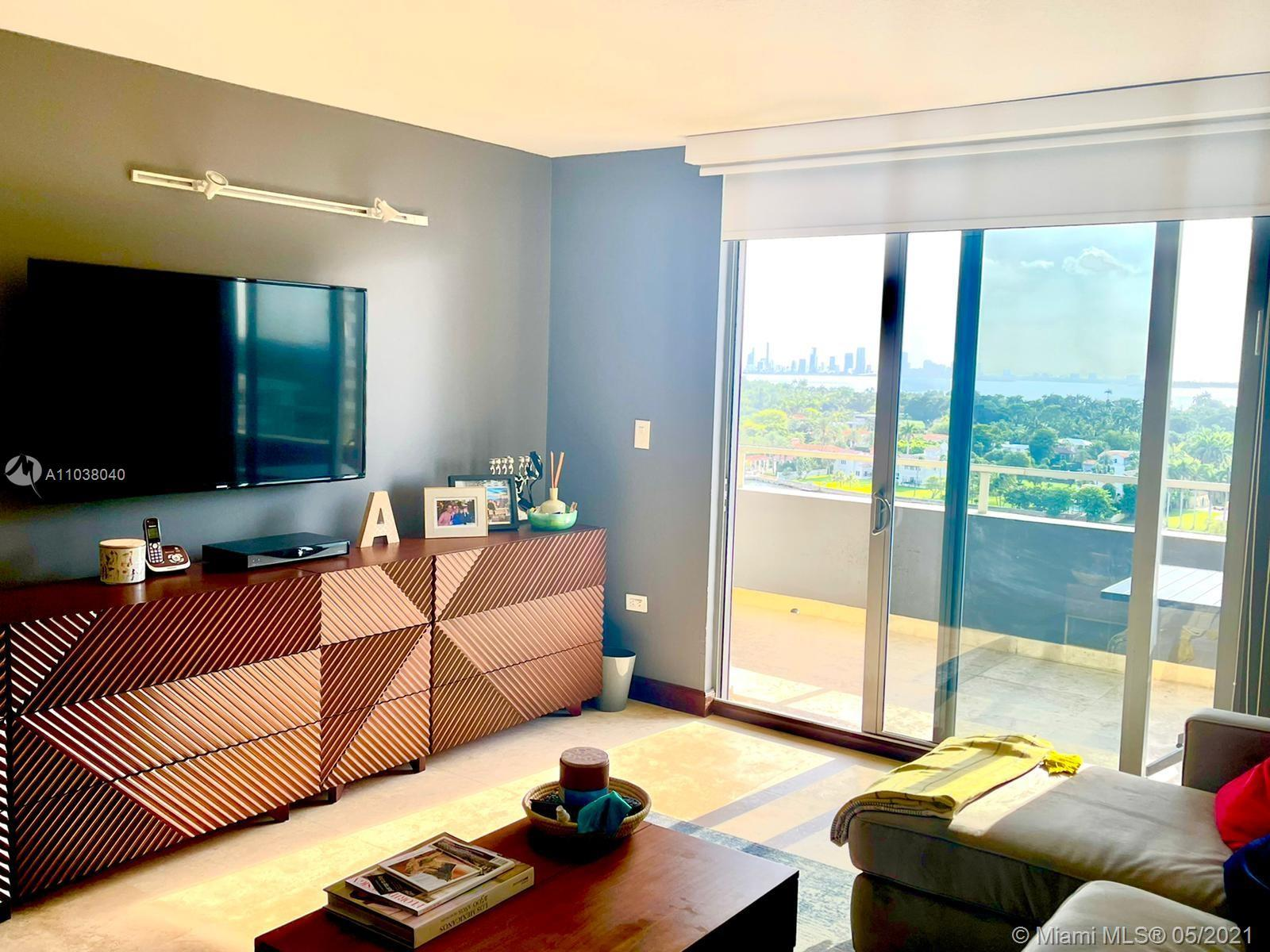 Beautiful apartment in oceanfront building in the heart of Miami Beach. The apartment has been renov
