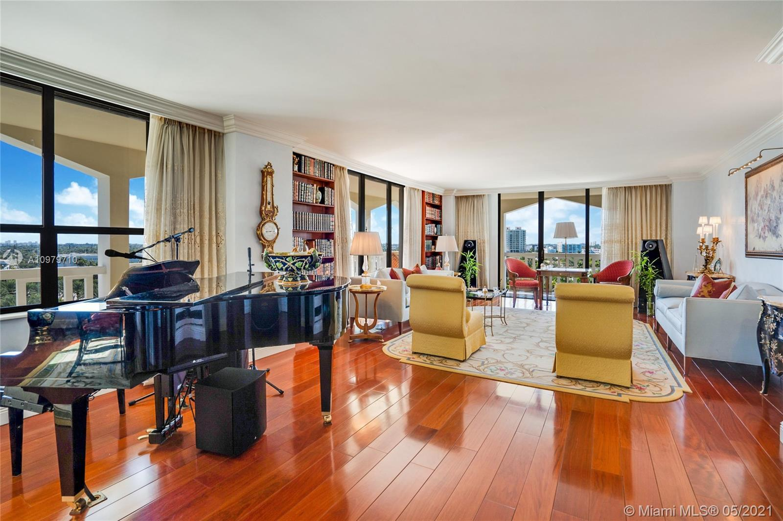 Condo Balmoral on the ocean, Corner Unit #10R a line highly desired by the residences, Bal Harbour C