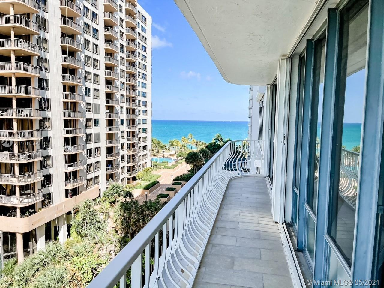 Beautiful corner unit apartment located on the beautiful 101 Bal Harbour building. Apartment overloo
