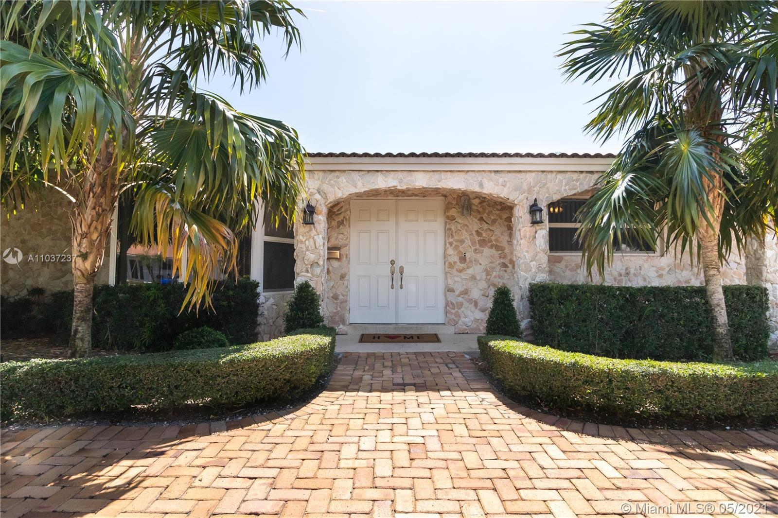 ***OPEN HOUSE SATURDAY MAY   8TH 11-3. NO APPOINTMENT NECESSARY***  Beautifully Landscaped True 4 B