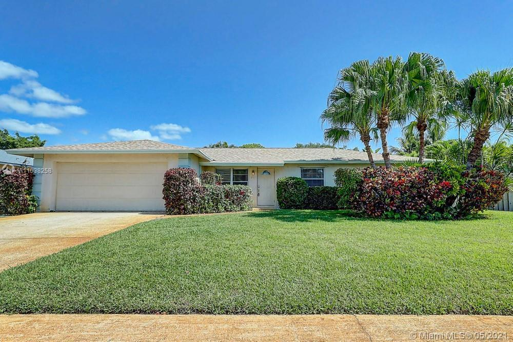A great opportunity to own a beautiful, 3 bedroom, 2 bathroom home located in the heart of Jupiter a