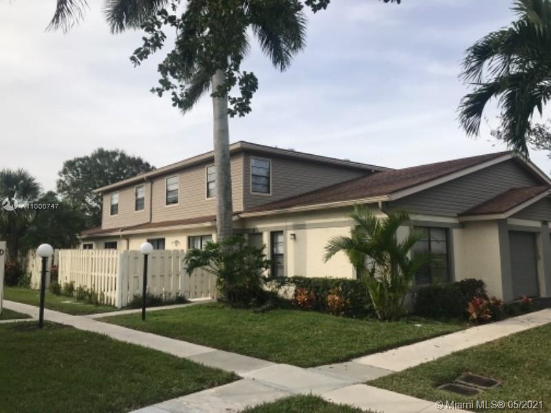 Newly remodeled 3 bedrooms and 2.5 bath located in a very convenient area in West Palm Beach.  This