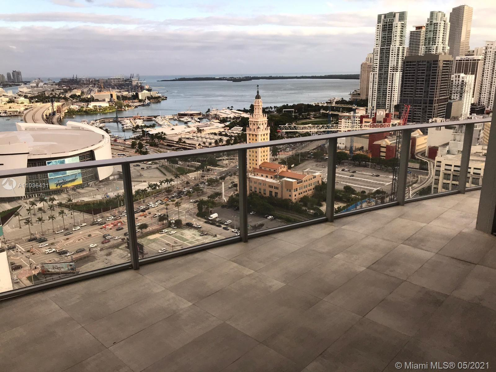 SPECTACULAR OPPORTUNITY TO OWN THIS 2 BED + DEN, 3 BATH IN BRAND NEW BUILDING. AMAZING OCEAN, BAY AN