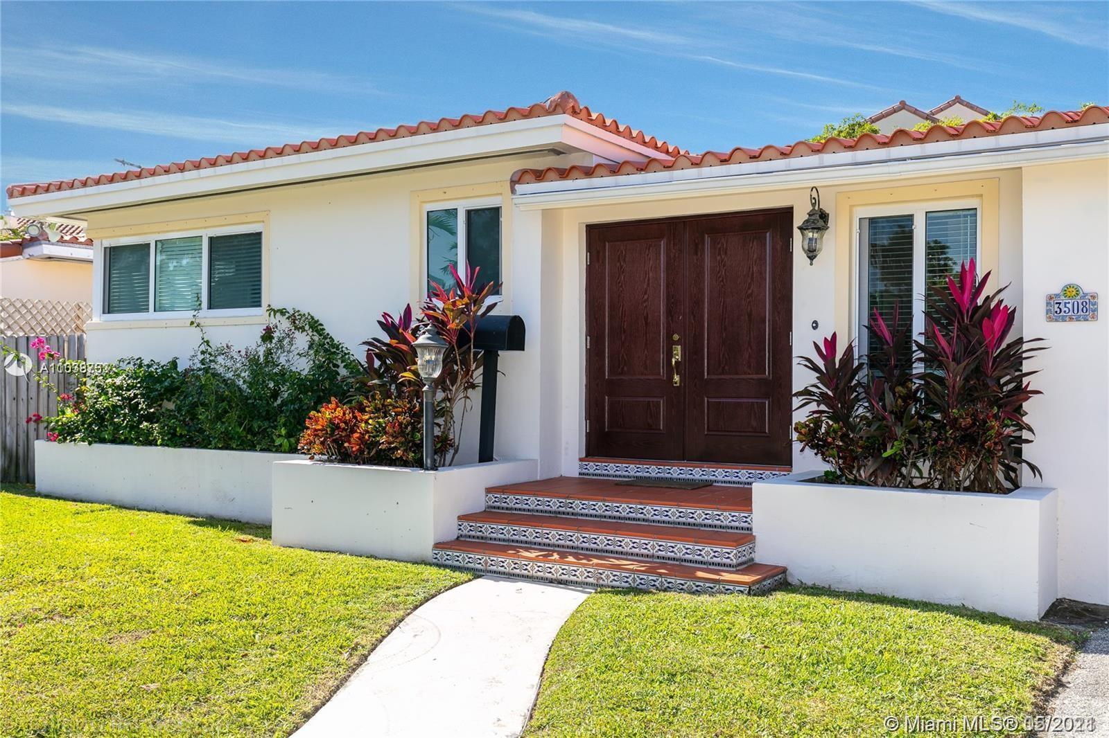 Beautiful house in the most prestigious NE Coconut Grove location! Steps away from the bay, enjoy th