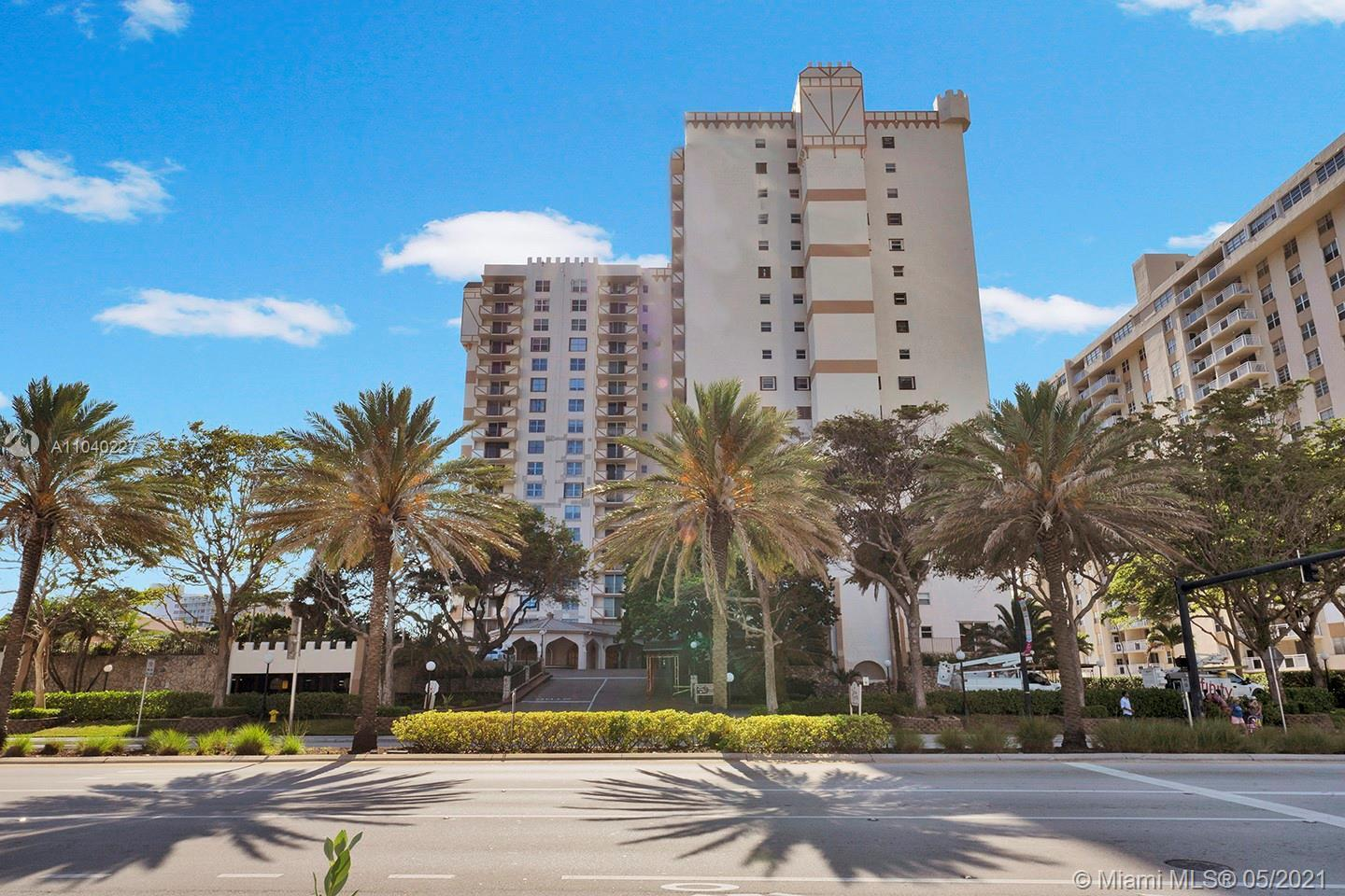 Introduce your clients to this unique opportunity of having a gorgeous unit near the beach. The cond