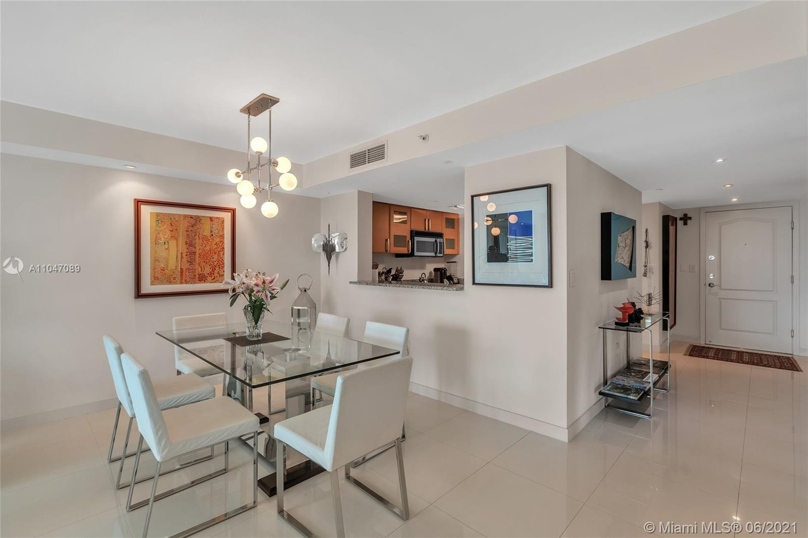 ESPECTACULAR SPACIOUS 2 BED 2 BATH REMODEL, 2 PARKINGS SPOTS AND 2 STORAGE WITH BREATHTAKING VIEWS I