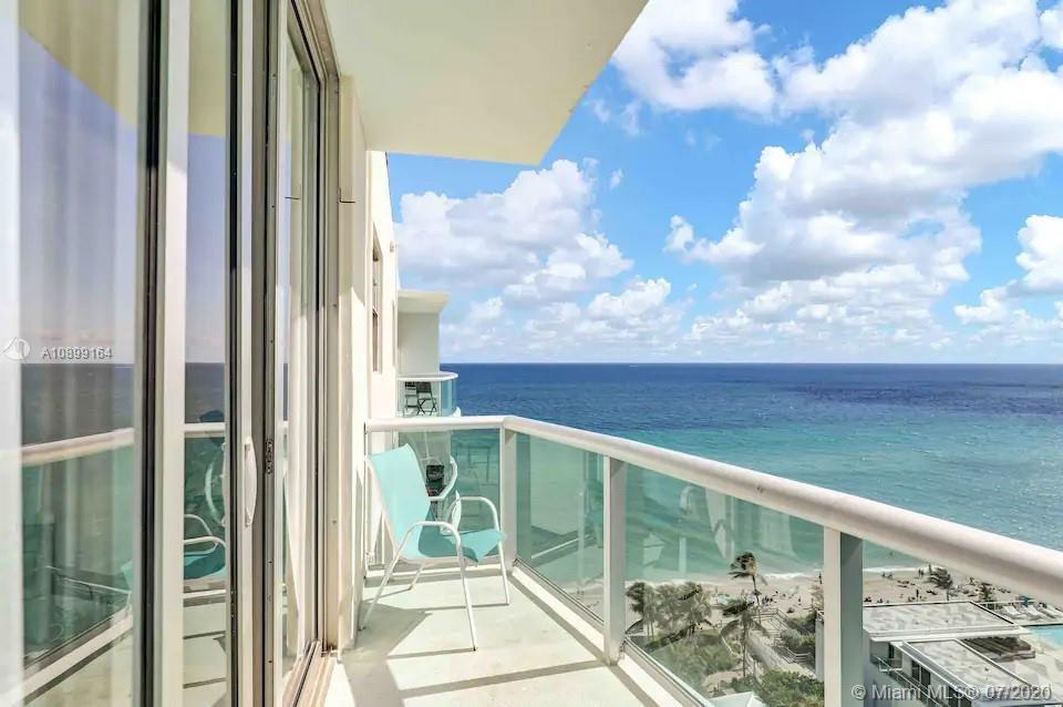 Amazing Ocean view from Penthouse 1 bed room apartment at the beachfront building in Hollywood. High