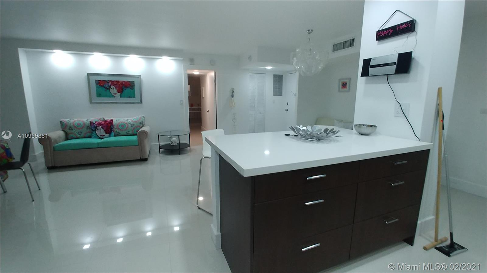 GREAT LOCATION IN THE HEART OF MIAMI BEACH, BEACH ACCESS AND BEACH VIEW, FULLY RENOVATED, WITH FURNI
