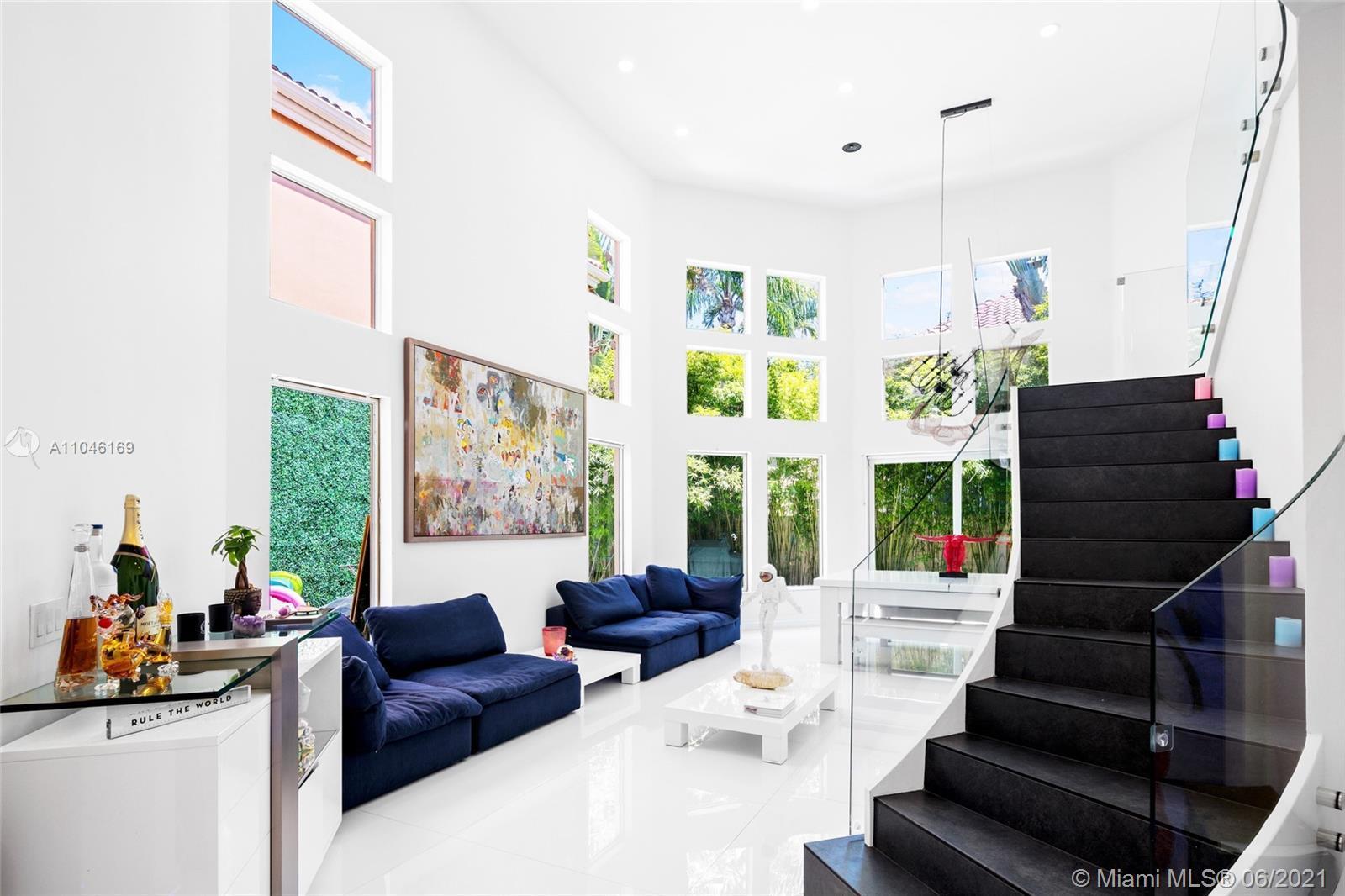 Single Family Residence 3/3 + 2 Car Garage & Splash pool in the prestigious community of Island Way