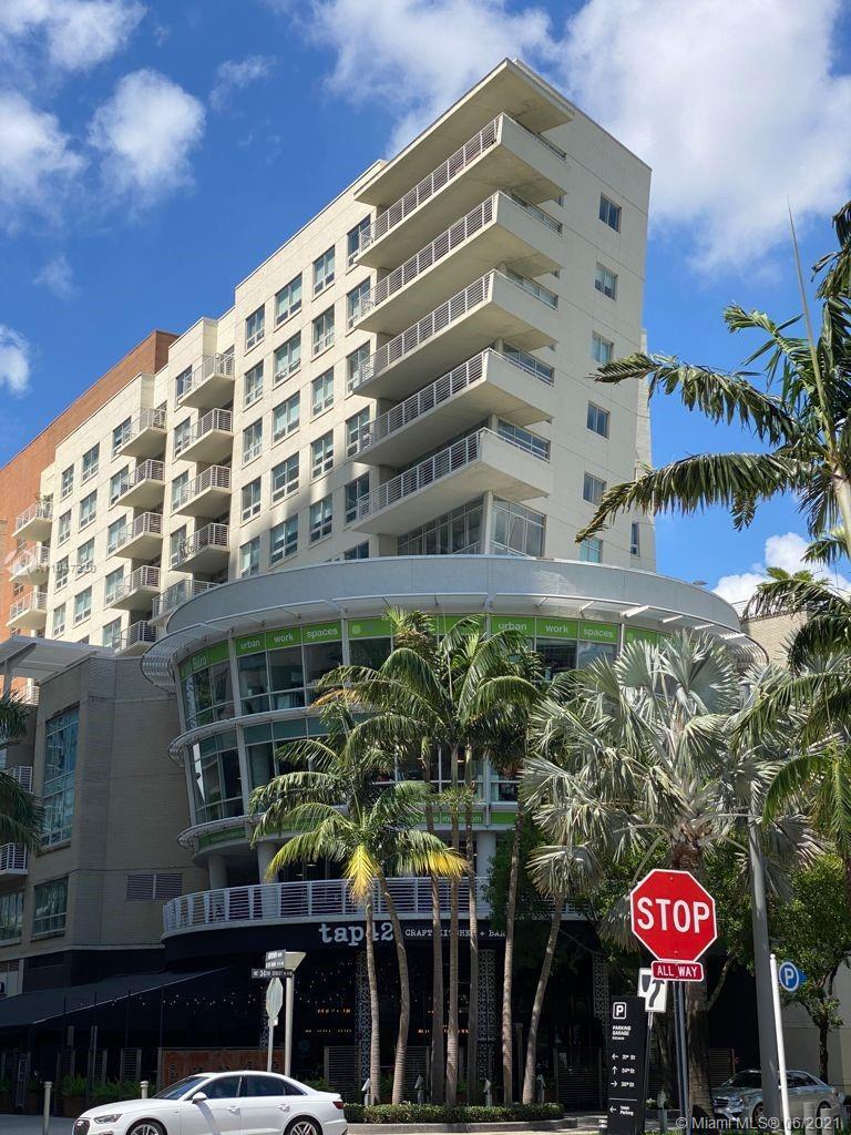 LOCATION, LOCATION, LOCATION! Modern and  open layout condo featuring 2 Bedrooms, 2.5 Bathrooms in t