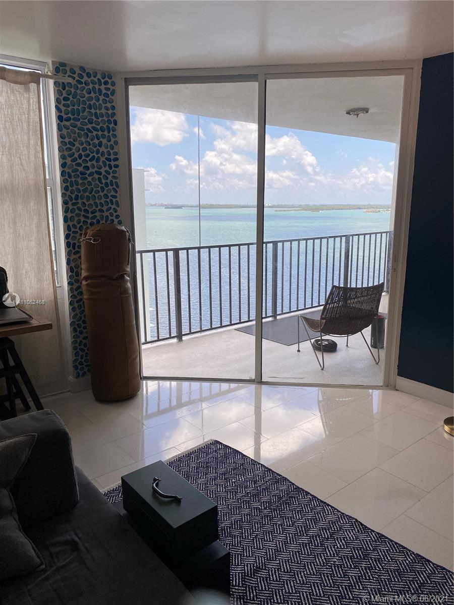 Brickell Place on Brickell Ave! Great great location.Spacious 1/1/1 amazing Water-View! Beautiful re