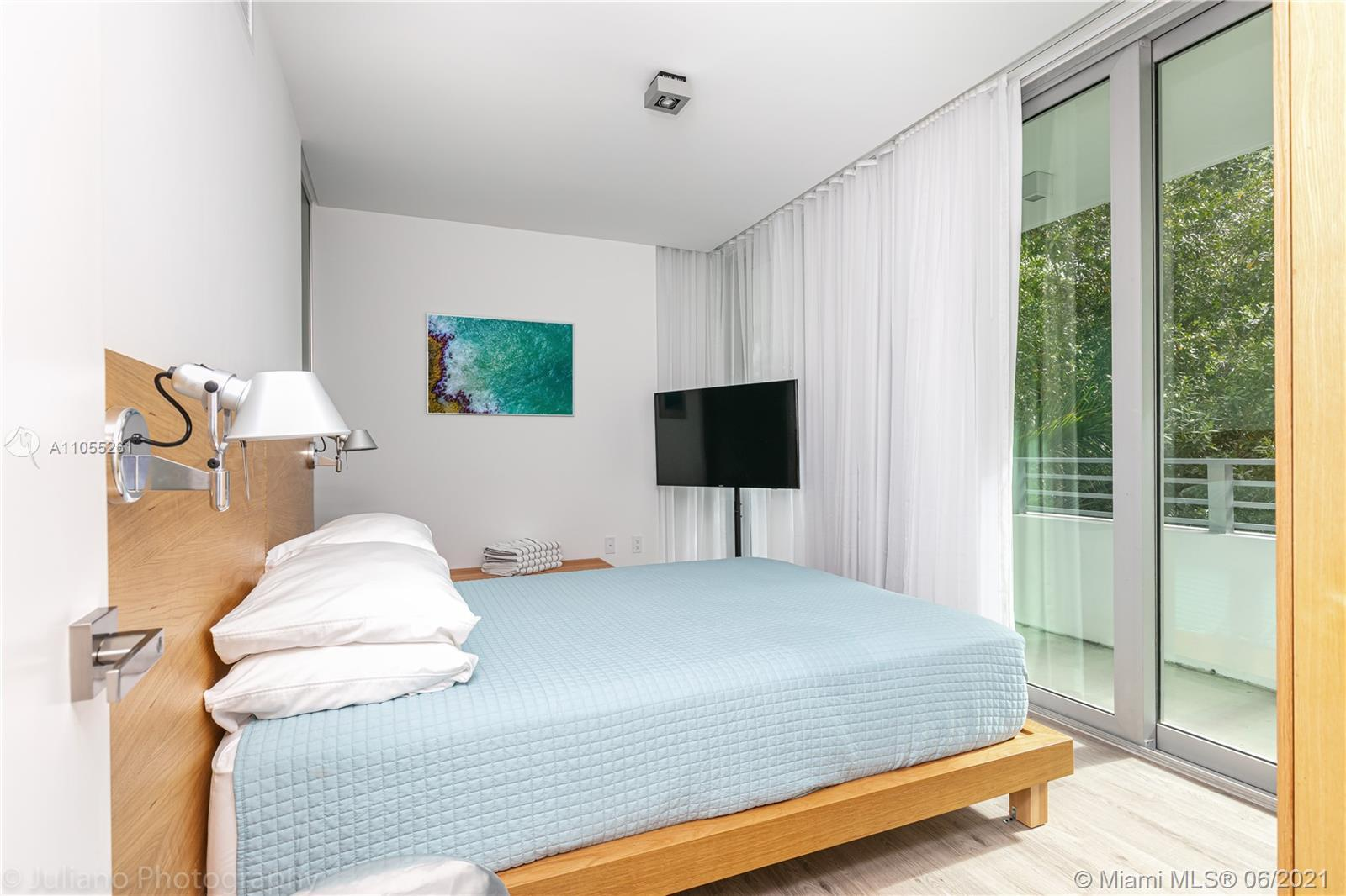 BEAUTIFUL ONE BEDROOM CORNER UNIT, ACROSS FROM THE BEACH,ROBOTIC PARKING SPACE INCLUDED ($294 MONTHL