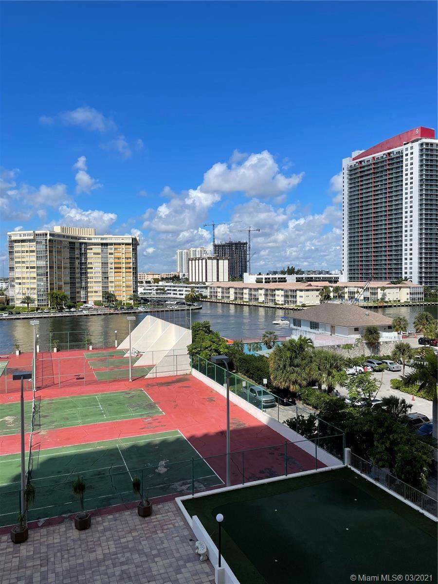 Fully Furnished spacious 1 bedroom, 2 full baths. Gorgeous views to the Intracoastal and Direct acce