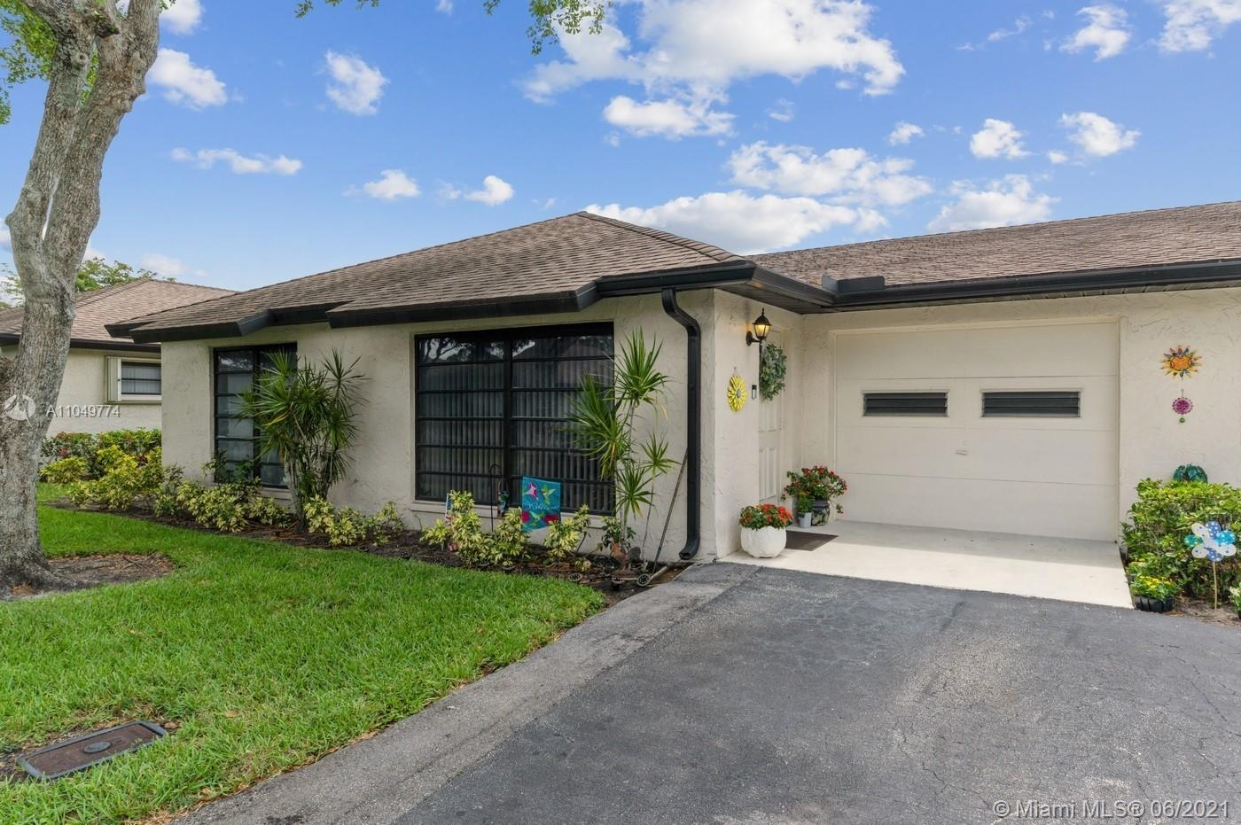 Beautifully remodeled 2 bed/2 bath/ 1 car garage home in Greentree Villas, an active 55+ community i