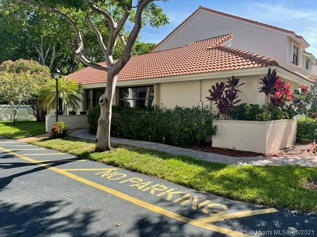 Charming Waterways Villa in a gated Community in Aventura. 2 Bedrooms 2 Baths corner townhome. Large