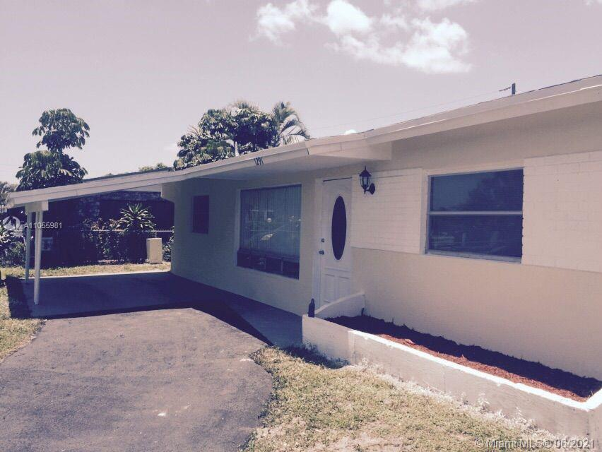 BEAUTIFUL SINGLE-FAMILY HOME 4 BEDROOM / 2 BATHROOM, LOCATED IN A QUIET NEIGHBORHOOD, CLOSE TO SHOOL