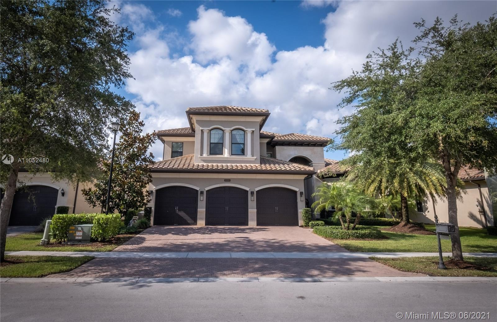 Your search is over! This prestine and beautiful bright two-story Bassano Model has 5 bedrooms and 7
