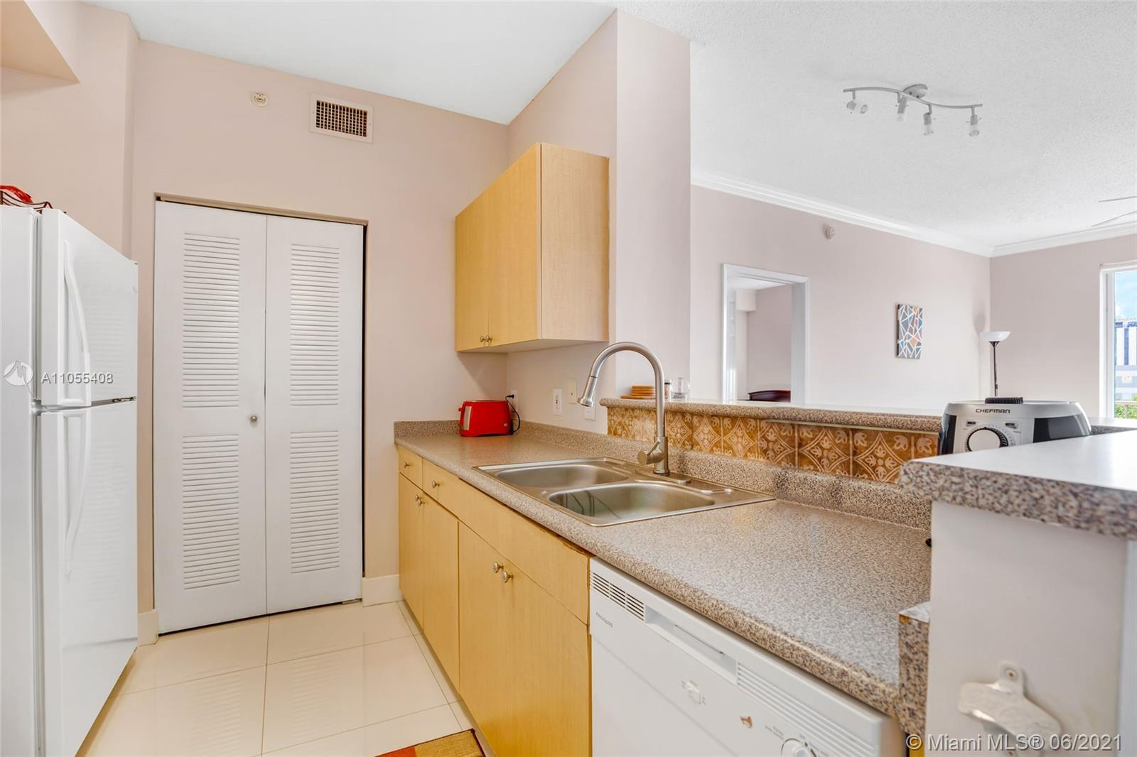BEST CONDO AT REGENT PARK ,2/2 SPLIT PLAN UPDATED !!! RENTED YEARLY FOR $1800,GREAT TENANTS