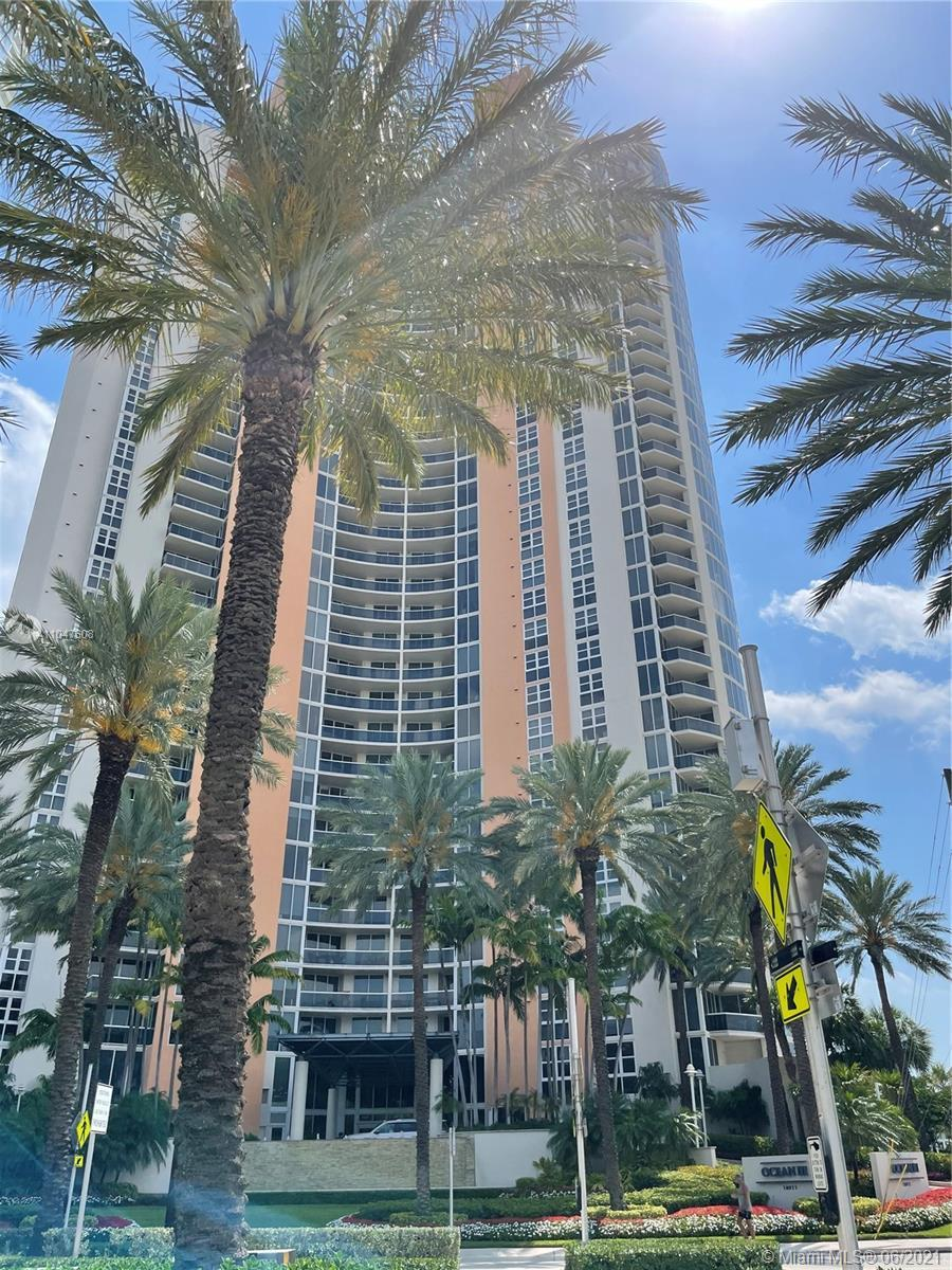 MAGNIFICENT UNIT IN OCEAN THREE! STUNNING OCEAN VIEW FROM YOUR BALCONY, A THREE BEDS UNIT AND AN OFF