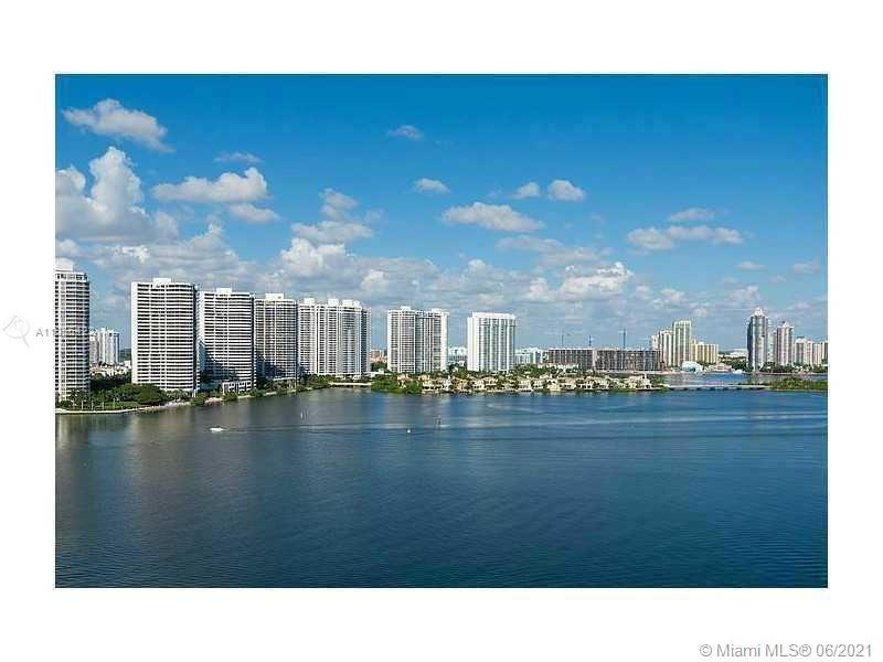 THIS STUNNING 2/2 CONDO WITH 1488 SQ FEET WITH MAGNIFICENT INTRACOASTAL VIEWS FROM THE 17TH FLOOR IS