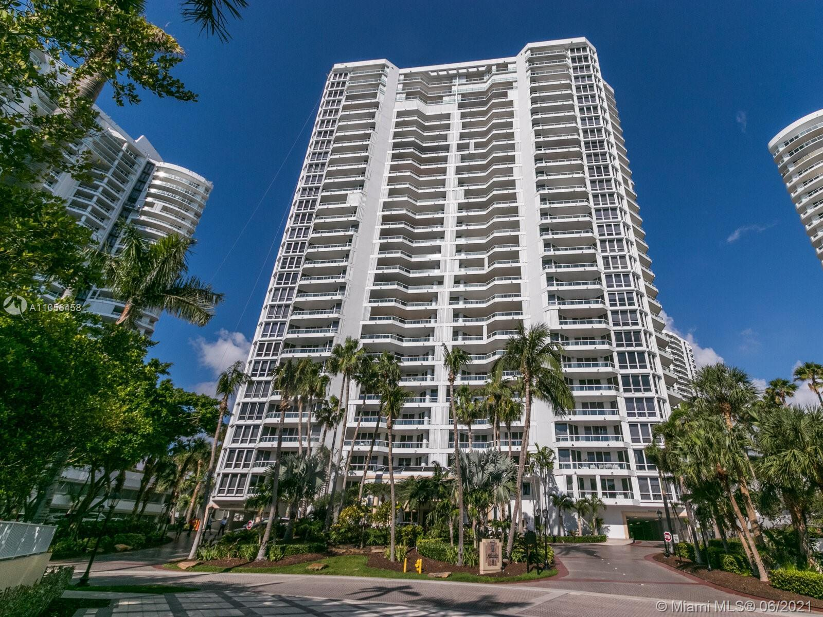 3 BEDROOM/DEN+3 FULL BATHROOMS DIRECT OCEAN AND INTRACOASTAL VIEW. MARBLE FLOOR IN LIVING AREA WITH