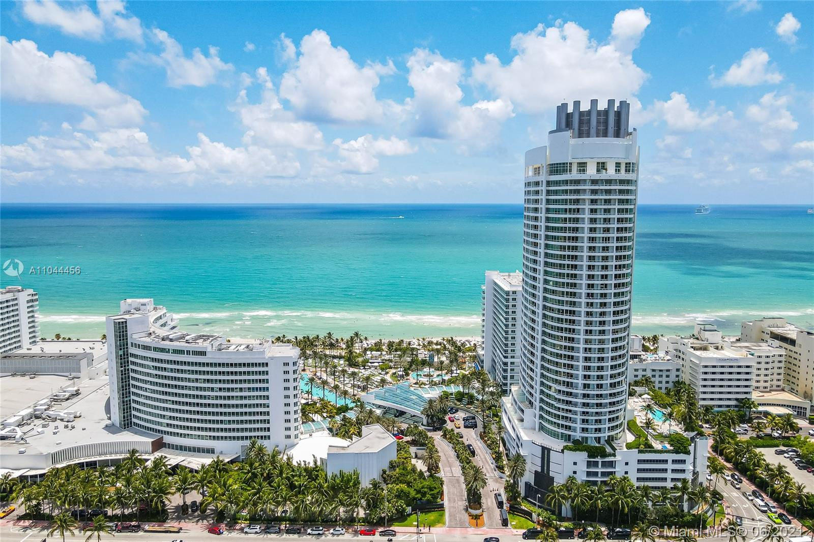 Beautiful 1Bed/2bed with ocean, bay and city views at the iconic Fontainebleau II. Enjoy full servic