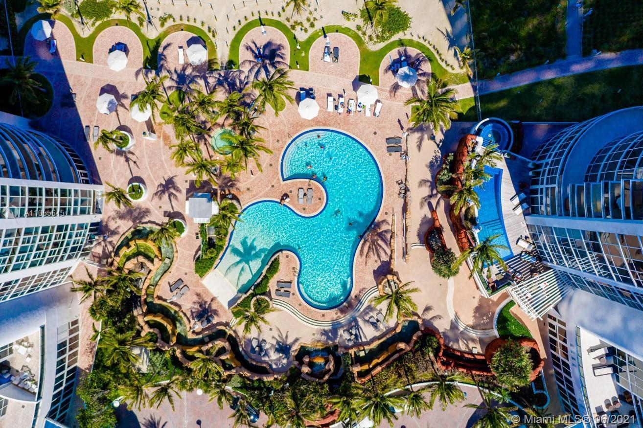 DELUXE STUDIO IN CONDO HOTEL IN THE HEART OF SUNNY ISLES BEACH. ENJOY THE FABU;OUS BEACH CLUB, SPA A