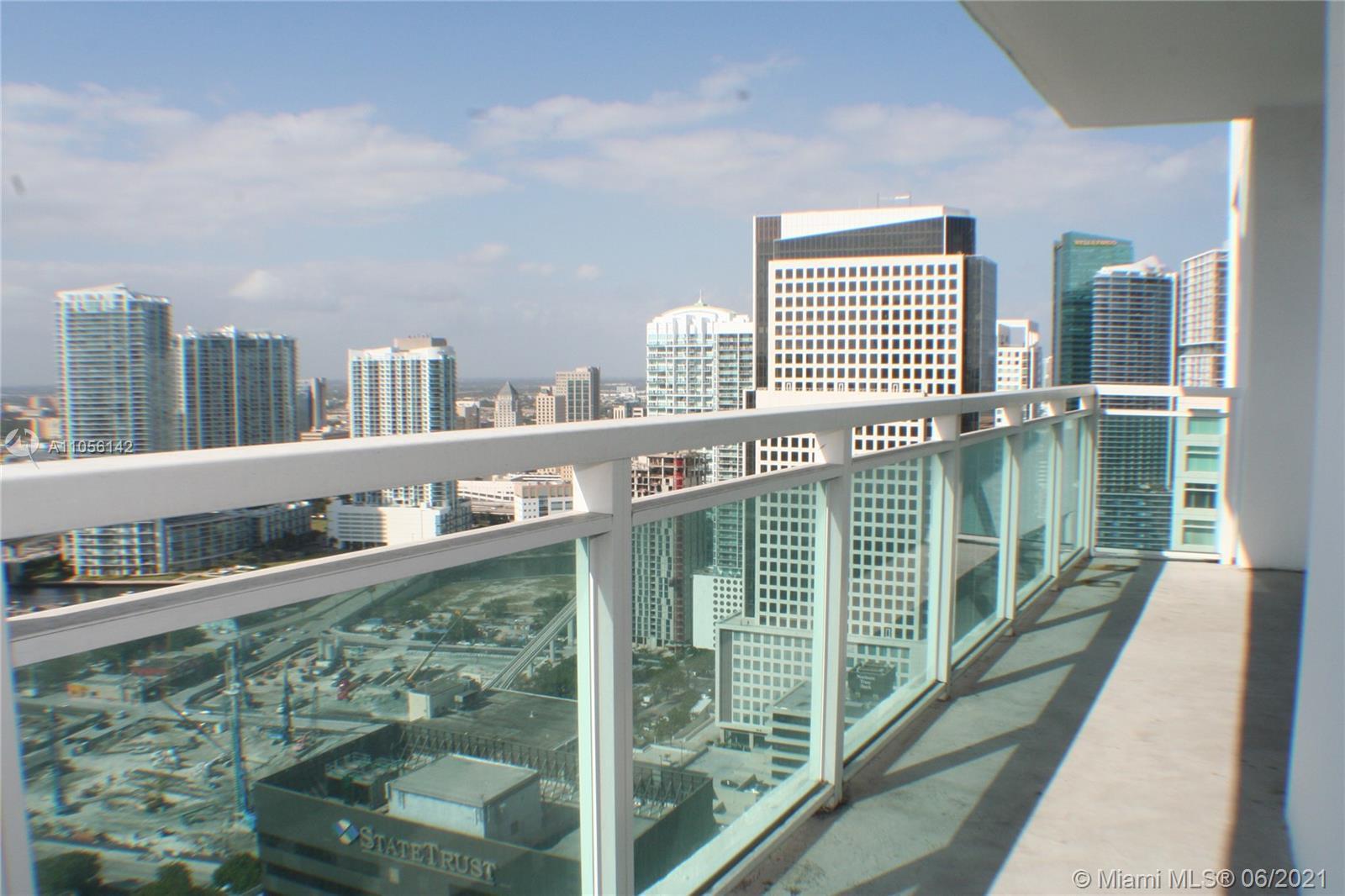 Great City View!! Wood Floors. 1120 sq ft. 2 beds 2 bath. Excellent Condition!!! Unit have tenants u