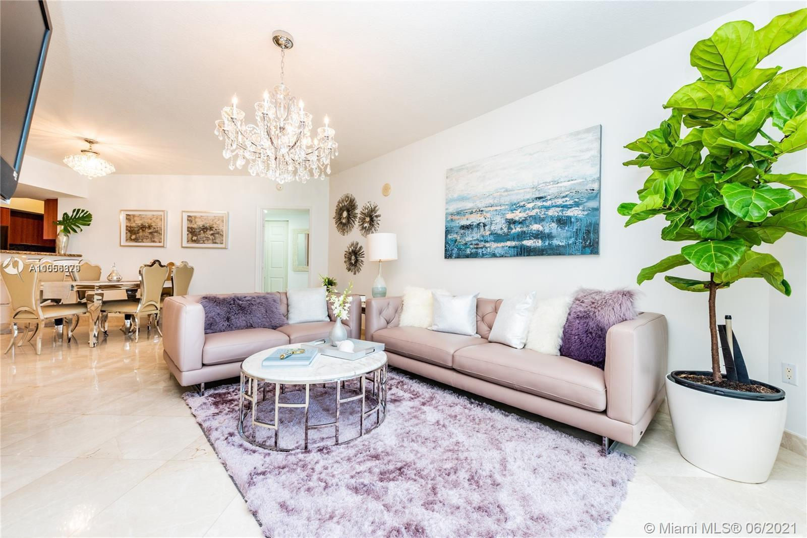 Magnificent unit with Ocean View. 2 Bedrooms + Den (Converted to a 3rd Bedroom), 2 Full Bathrooms, 1