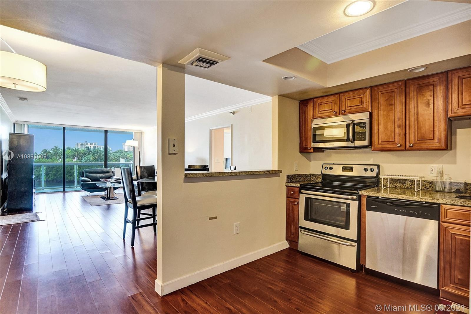 Beautiful two bedrooms, two bathroom renovated unit in the heart of Aventura. This unit has a southe