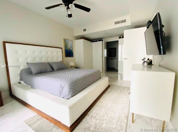 Wonderful 2 Bdr. unit located at 1010 Brickell, an iconic 50-story tower in the heart of Brickell. P