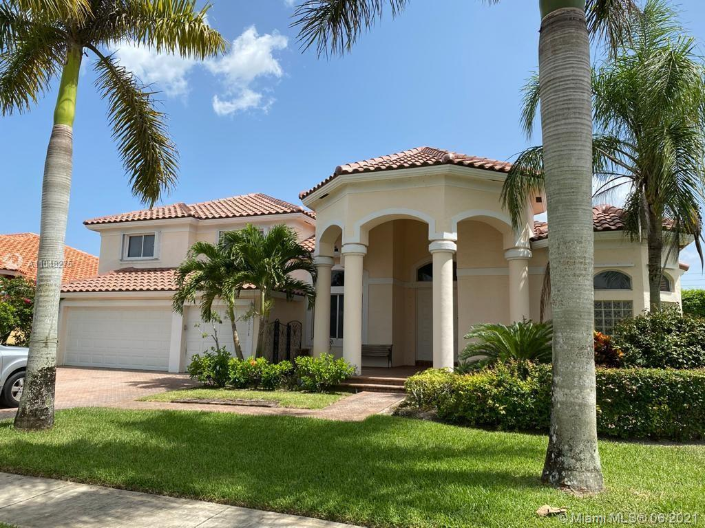 Beautiful home 5/3 + Den. Master bedroom + one bedroom downstairs. Kitchen has 2 ovens.  GATED COMMU