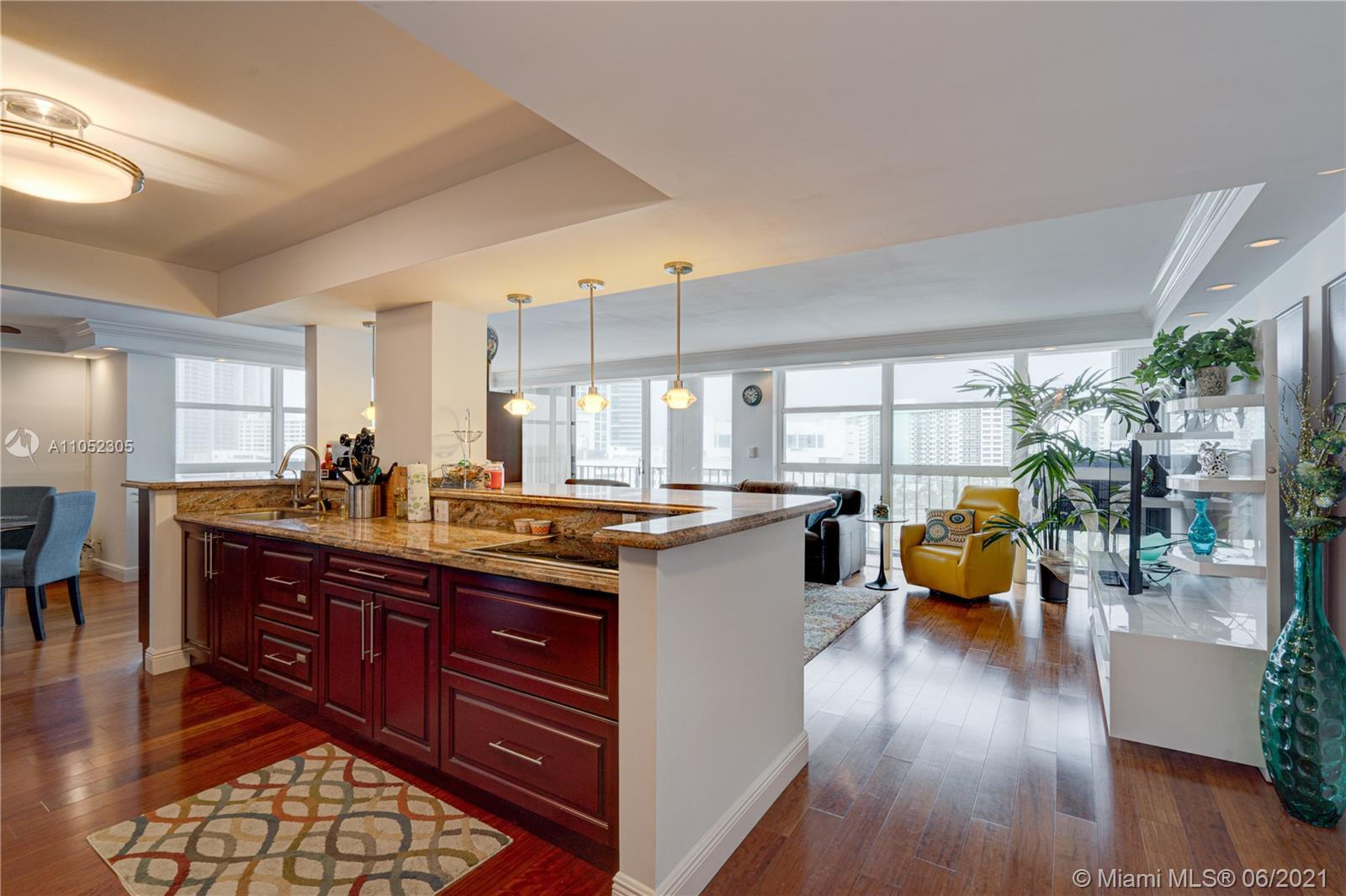 Stunning unit. Amazing Intracoastal, bay and city view. Watch the boats passing by. Floor to ceiling