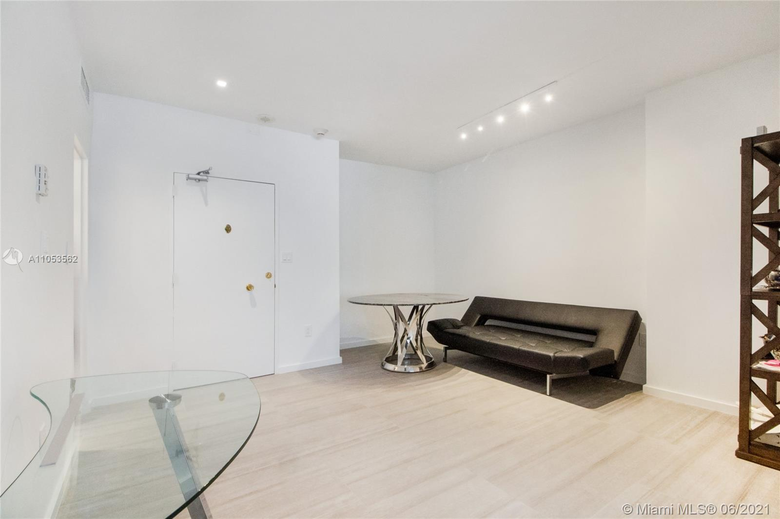 Completely remodeled 2/2 TURN KEY READY TO MOVE IN at Imperial House ! Ocean access. Generouse maste