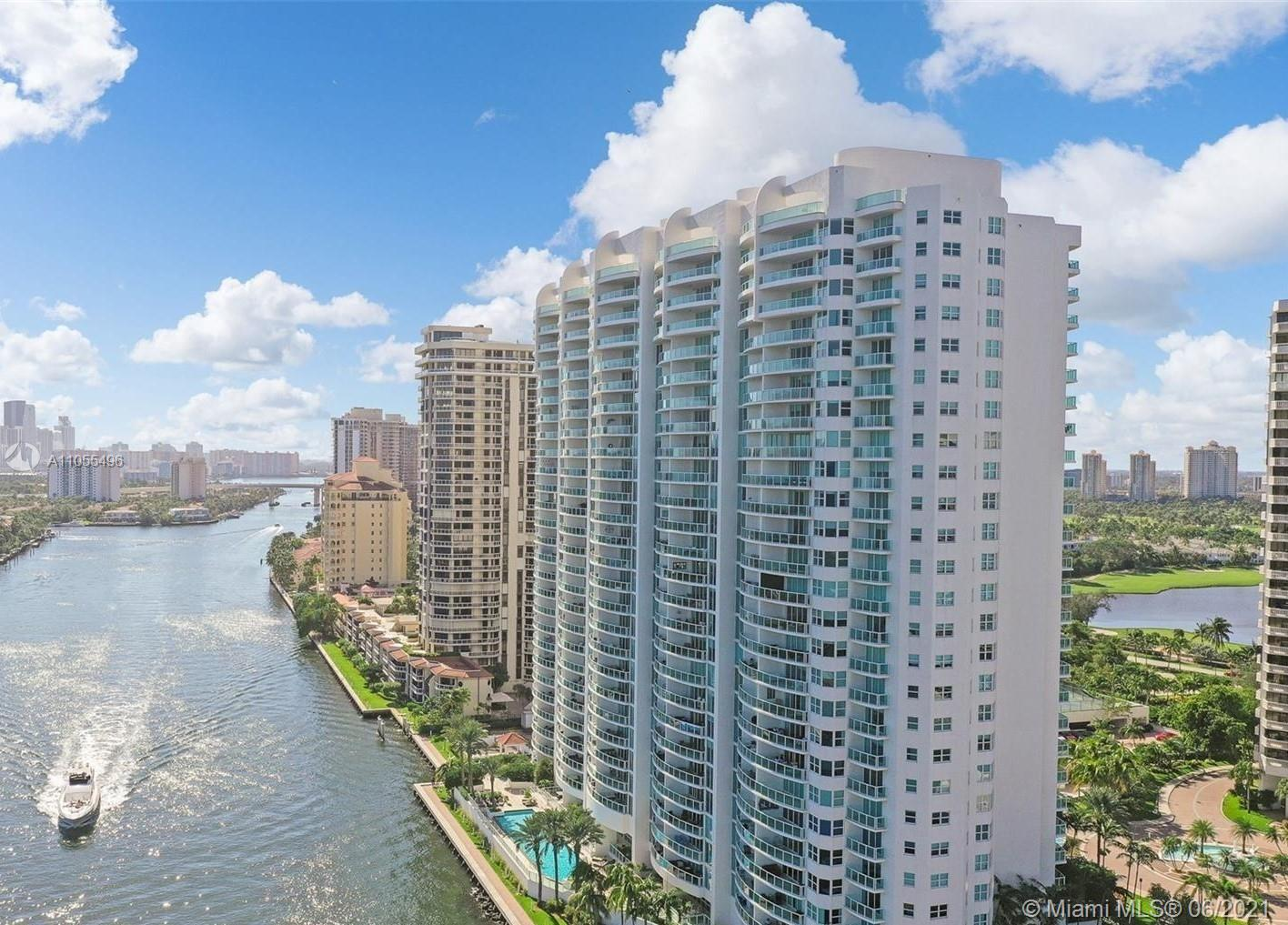 Luxury living and luxury views! Located in the heart of Aventura, amazing 2 bedroomsplus 2 dens 2.5