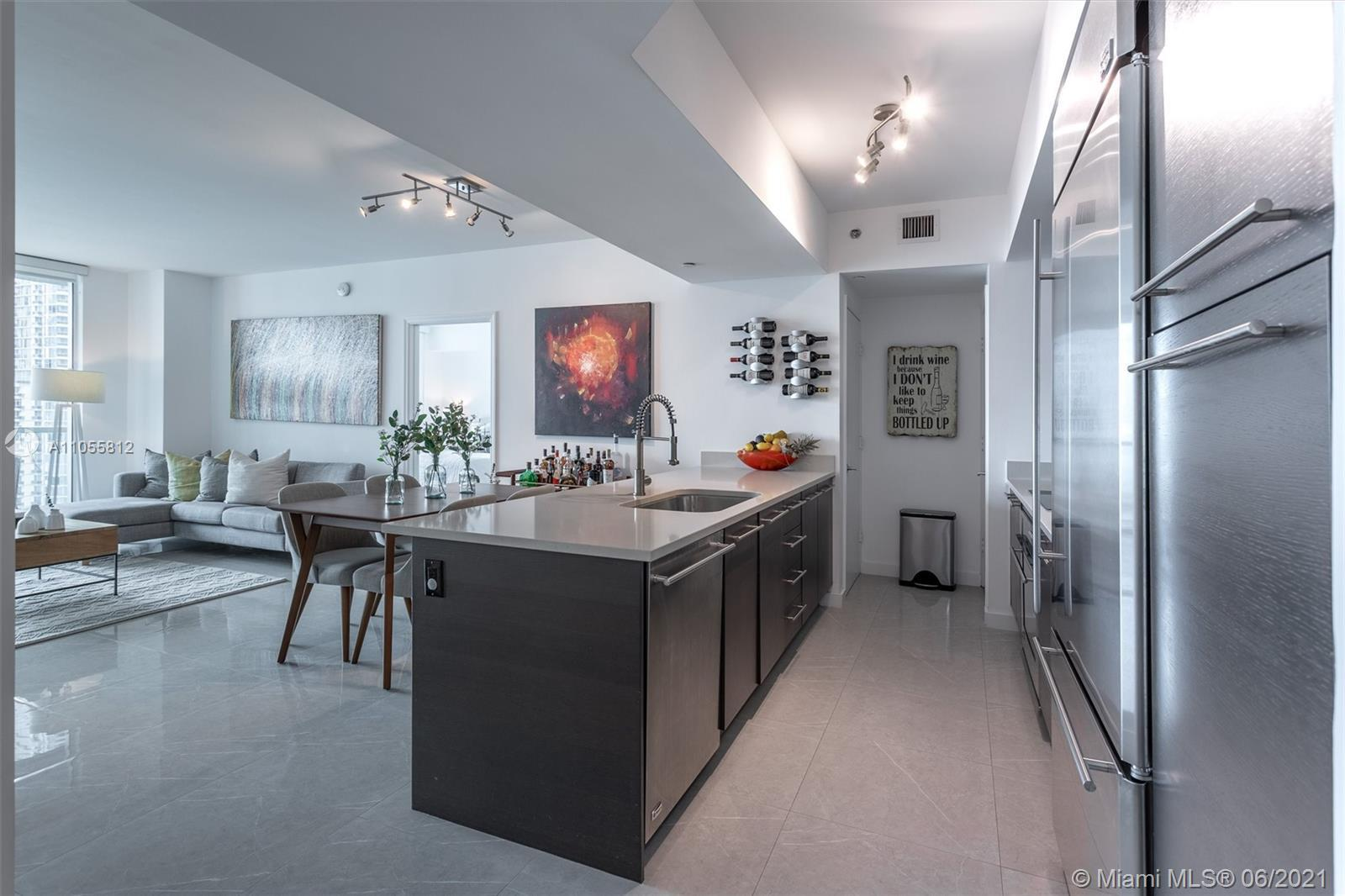 Gorgeous 2 bedrooms/2 bathrooms condo at the prestigious 500 Brickell condominium with river, bay an