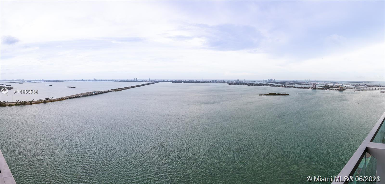 GORGEOUS HIGH FLOOR 2 Bedroom plus den, 3 baths with beautiful views of the Biscayne Bay, Miami Beac