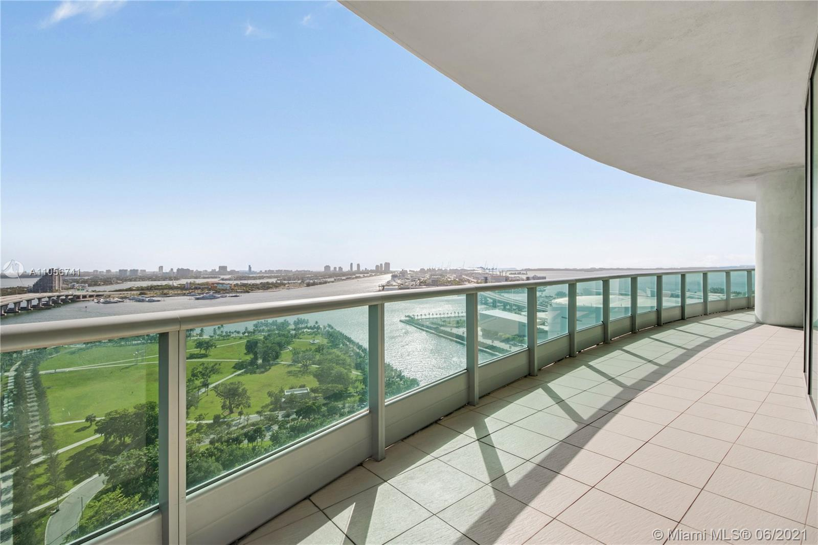 Welcome to 900 Biscayne Bay; The pinnacle of Luxury in Downtown Miami. Upon entry to your private fo