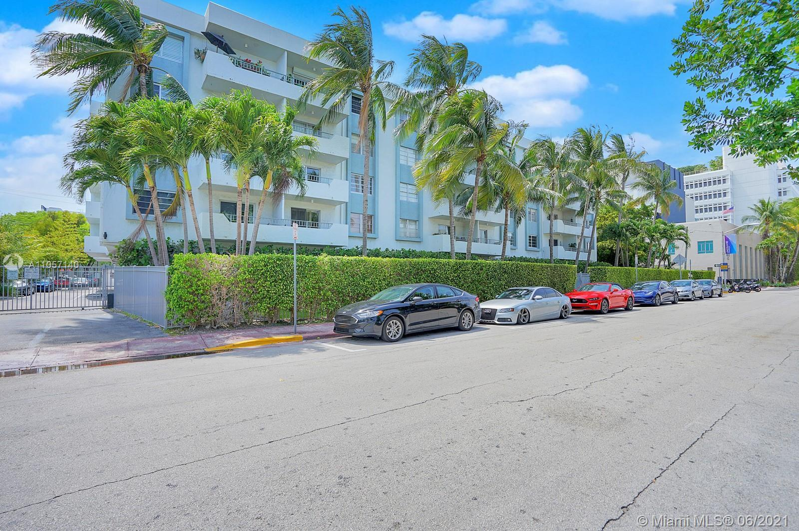 Come and live the SOBE lifestyle in the best location right next to Lincoln Road! Boutique style bui